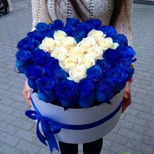 35 роз в коробке с сердцем R666