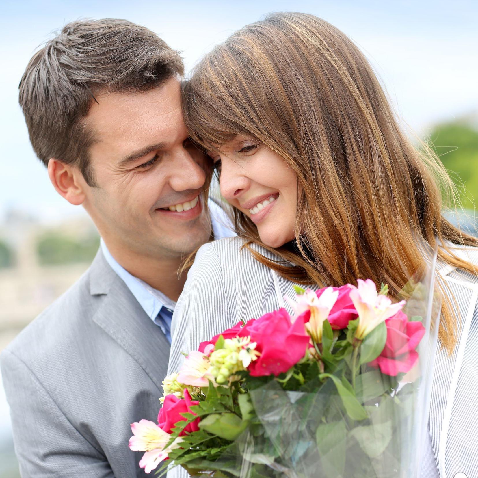 картинки как мужчины дарят цветы парень задатками креативного